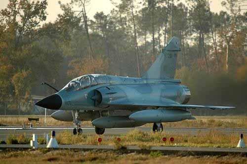 印度空军幻影2000th战机滑向跑道[资料图片]